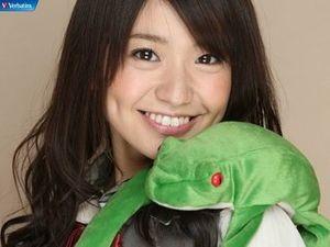 【画像】爬虫類好きアイドルは誰だ!AKB,SKE,ハロプロ・・・