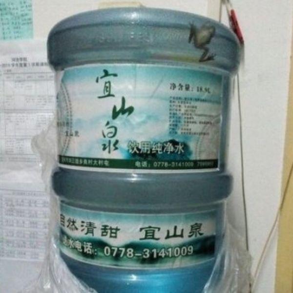 【画像】中国でウォーターサーバーにあの生き物が混入!